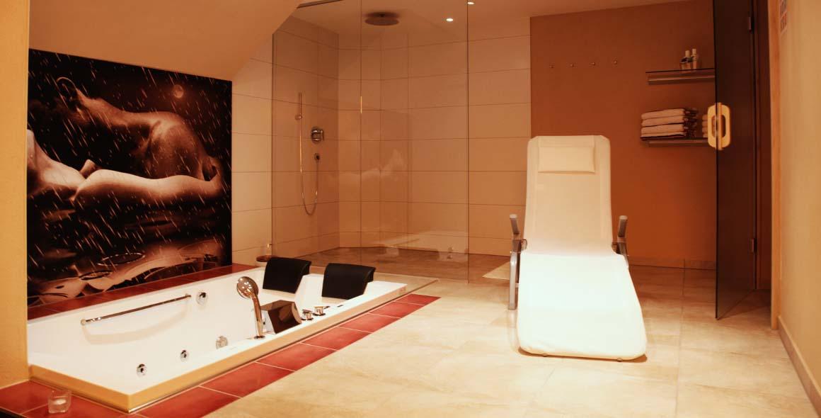 wellness keller kern entspannung mit wohlf hl ambiente whirlpool und saunalandschaft in bautzen. Black Bedroom Furniture Sets. Home Design Ideas
